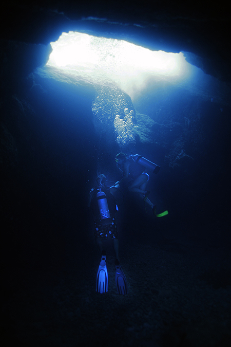 Diving Desecheo - Backlight Cave